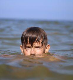 Morsowanie na fali. TOP 5 miejsc na zimową kąpiel